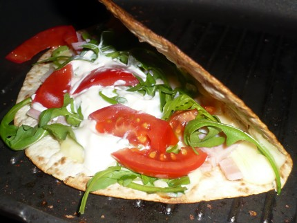 Tortilla sandwich recipe for a quick and warm breakfast